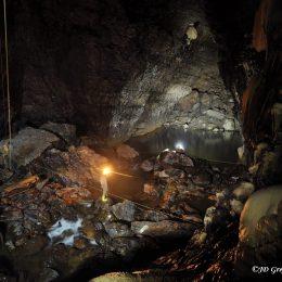 Kačna jama - pogled proti jezeru Phare