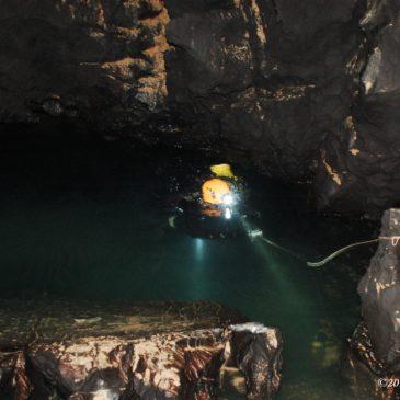 Raziskovanje jame Obrh Čolniči pri Cerkniškem jezeru