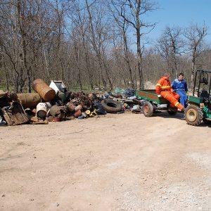 Iz jame smo povlekli 4 m3 odpadkov. Prav toliko so jih gasilci počistili iz njene okolice.