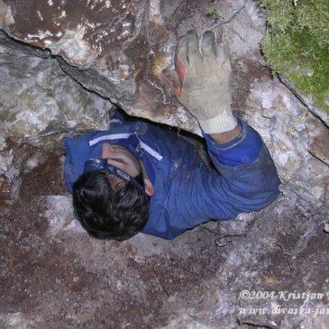 Rešaverjeva jama v Kotih