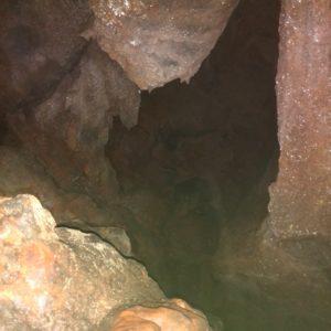 Med plezanjem po Poti iz senc na Polico razsvetljenja na sva pregledala še dve manjši niši, ki se na višini okrog 10 m in 15 m širita do največ 5 m v steno