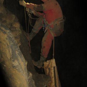 Jaka v prečki, visoko v stropu Martelove dvorane