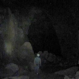 Silhueta južnega rova Skrite jame