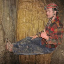 Luka na koncu južnega rova Skrite jame